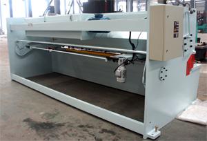 QC12Y液压摆式数显剪板机